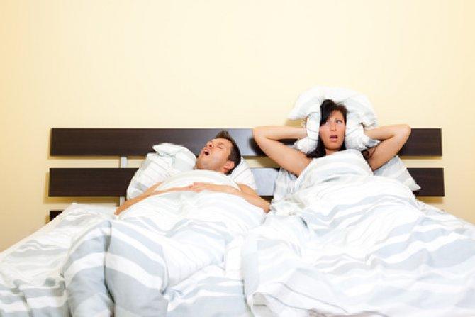 моя супруга на кровати фото